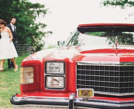 Podróż na salę weselną-  limuzyna, bryczka czy samochód do ślubu?