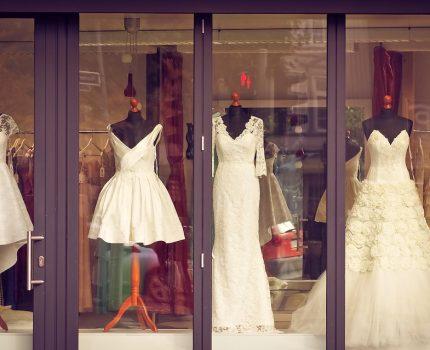 Jak przygotować się do wizyty w salonie sukien ślubnych?