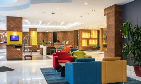 Sale weselne - Radisson Blu Hotel - 5ab27f43516efhotellobbychairsandconciergedesk.jpg - www.SalaDlaCiebie.com