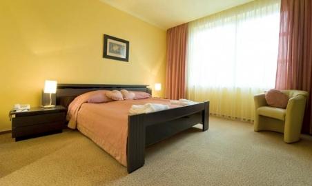 Sale weselne - Green Hotel - 5cfa2d117aa89200903121647570ap_sloneczny_sypialnia.jpg - www.SalaDlaCiebie.com