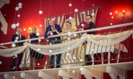 Sale weselne - Dwór Korona Karkonoszy - 5b6ebb27ba7b4antresola_sali_balowej_na_wesele_5.jpg - www.SalaDlaCiebie.com