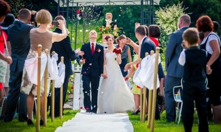 Sale weselne - Dwór Korona Karkonoszy - 5b6ebb8652085wesele_w_ogrodzie.jpg - www.SalaDlaCiebie.com
