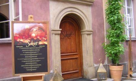 Sale weselne - Restauracja Sekret - 1290609750wejscie_glowne.jpg - SalaDlaCiebie.pl
