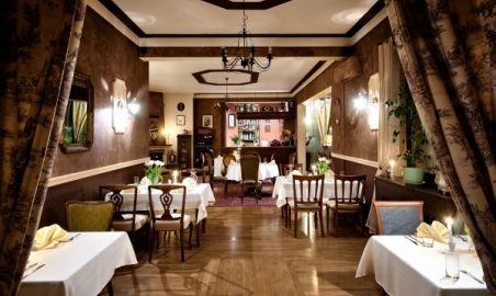 Sale weselne - Dwór Konstancin*** - 1315299684wejscie_do_restauracji.jpg - SalaDlaCiebie.pl
