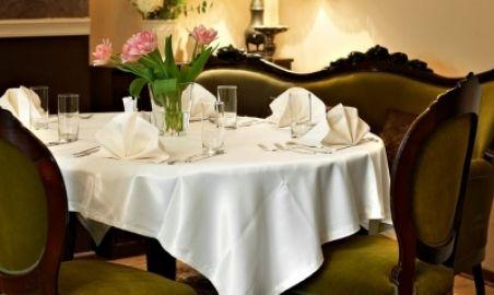Sale weselne - Dwór Konstancin*** - 1315300070kacik_w_restauracji.jpg - SalaDlaCiebie.pl