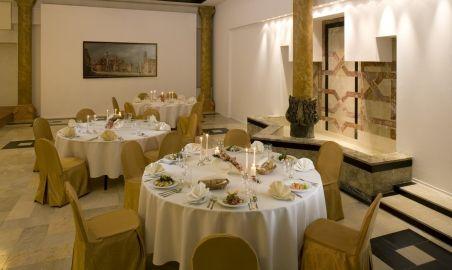 Sale weselne - MDM Hotel - 54a2f0dcc7d4305_sala_pod_kandelabrami_ustawienie_bankietowe.jpg - SalaDlaCiebie.pl