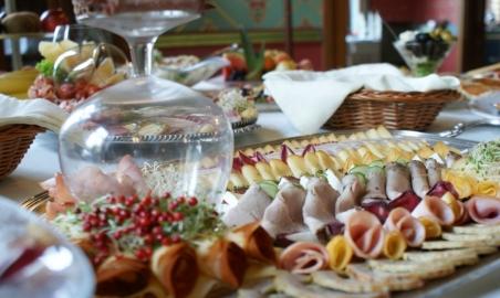 Sale weselne - Restauracja Pałac Większyce - 50b4b422cb5bcbufet_z_przekaskami.JPG - SalaDlaCiebie.pl