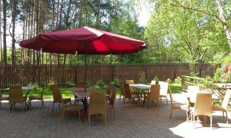 Sale weselne - Villa Avanti - 578f7e182a3afparasol_i_stoliki.jpg - SalaDlaCiebie.pl