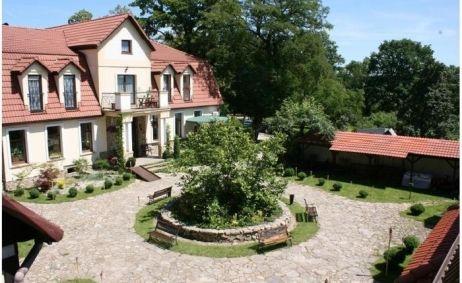 Sale weselne - Winna Góra - 53e213557da6f712x500_ratio_width_dziedziniec700x4671.jpg - SalaDlaCiebie.pl
