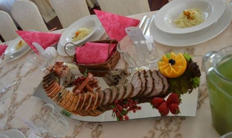 Sale weselne - Podano Catering  - 58eb64f9d51d414516509_856182851149963_3410016883750313816_n.jpg - SalaDlaCiebie.pl