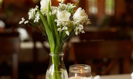 Karczma Swojak sala weselna dekoracja stołu