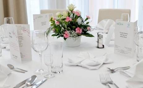 Sale weselne - Hotel Wielspin - 5b3b8eb5520f5stolikwesele600x568.jpg - www.SalaDlaCiebie.com